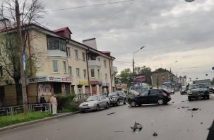 В Сети появилось видео массовой аварии в Смоленске