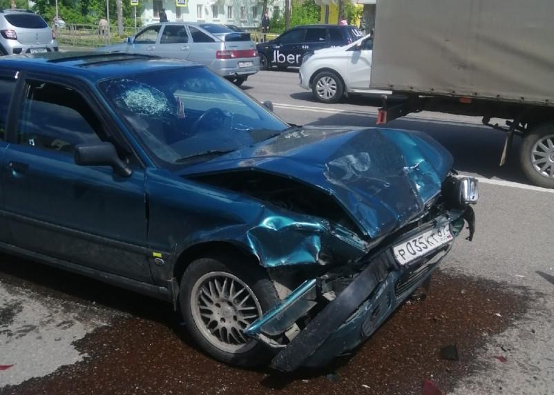 В Смоленске произошло массовое ДТП с 4 авто на Крупской