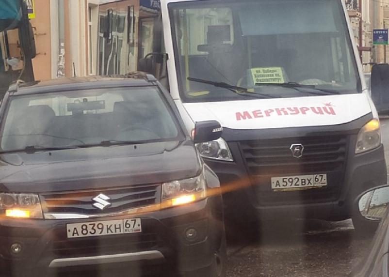 В центре Смоленска произошла авария с маршруткой