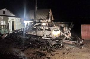 Как спичка сгорел гараж с иномаркой в Хиславичском районе