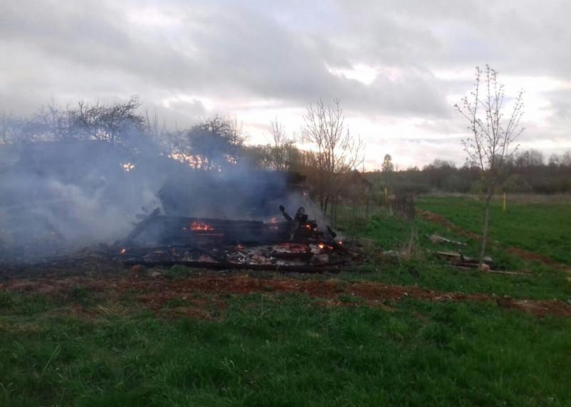 Из-за непотушенной сигареты сгорели жилой дом и сарай в Демидовском районе
