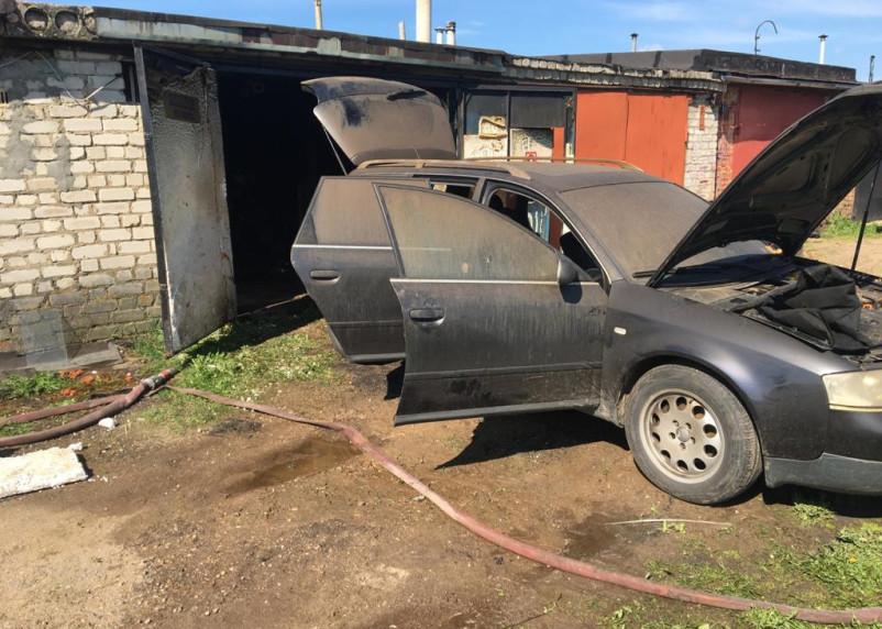 В кооперативе «Ремонтник-2» в Рославле загорелся гараж