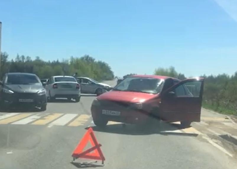В Смоленске произошло ДТП на выезде из города