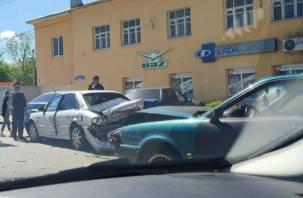 В Смоленске произошло жёсткое ДТП на Крупской