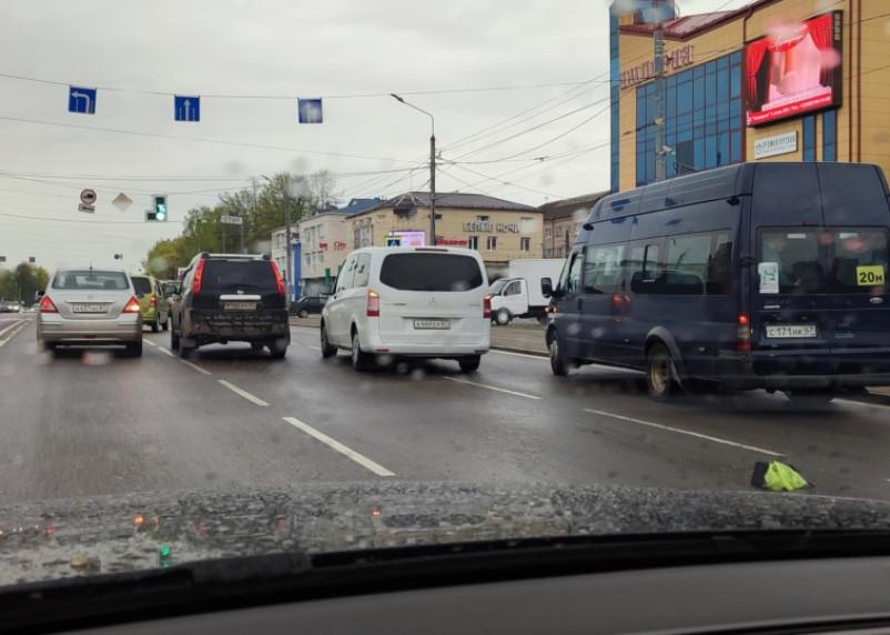 В Смоленске на Крупской ДТП спровоцировало гигантскую пробку