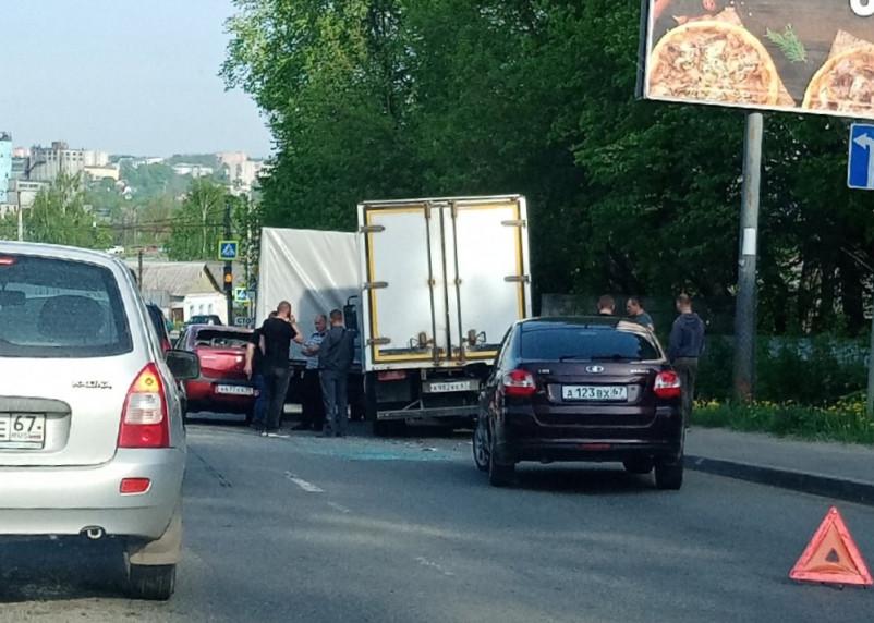 В Смоленске ДТП парализовало движение на Волоке
