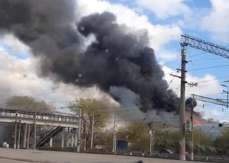 В Смоленске загорелось бывшее здание мясокомбината