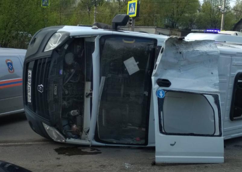 Опубликован момент ДТП с перевернувшейся маршруткой в Смоленске