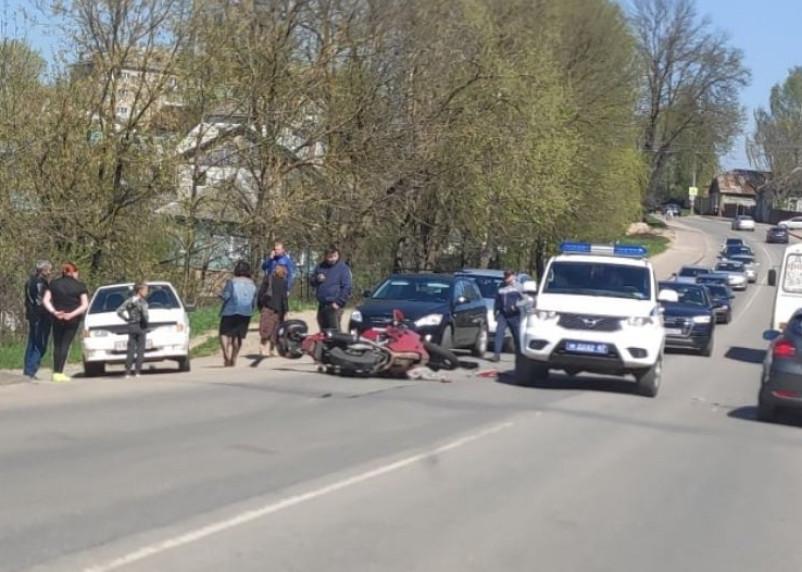 В Смоленской области 32-летний байкер попал под колеса «ВАЗа»