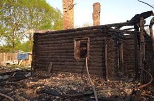 Вспыхнул как спичка. Семья смолян лишилась дома при пожаре