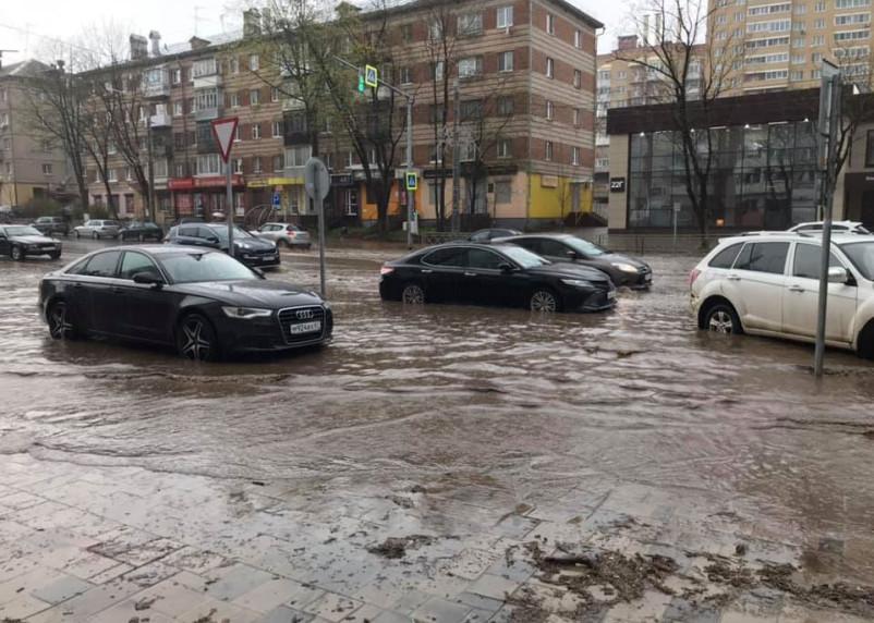 «Курорты Смоленского края». Улица Николаева утонула в весенних осадках
