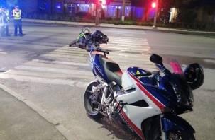 В Смоленске две иномарки сбили мотоциклиста и уехали