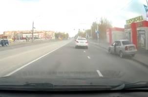Лихачество или автоподстава? В ГИБДД прокомментировали аварию на улице Фрунзе