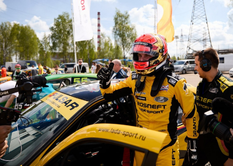 LADA Sport ROSNEFT стала триумфатором старта сезона Российской серии кольцевых гонок