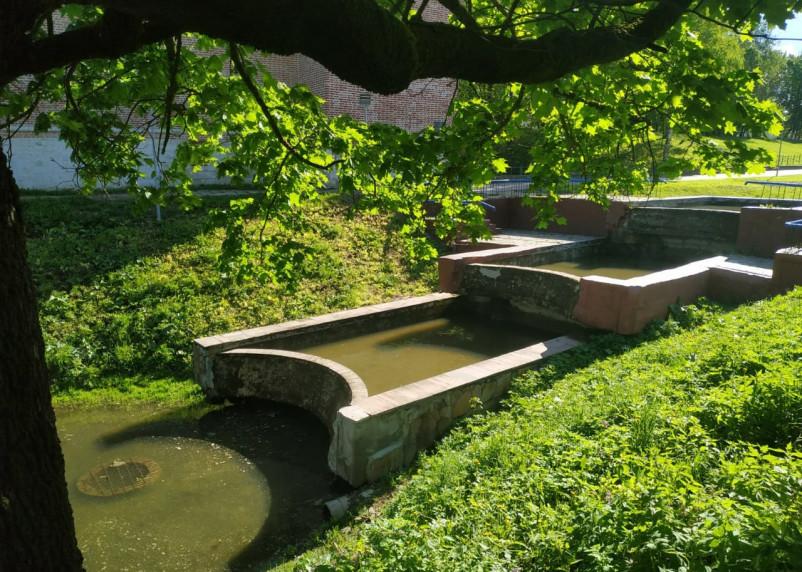 В центре Смоленска возобновил работу каскадный фонтан. Но ненадолго