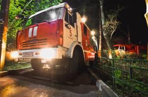 В центре Смоленска ночью горел гараж
