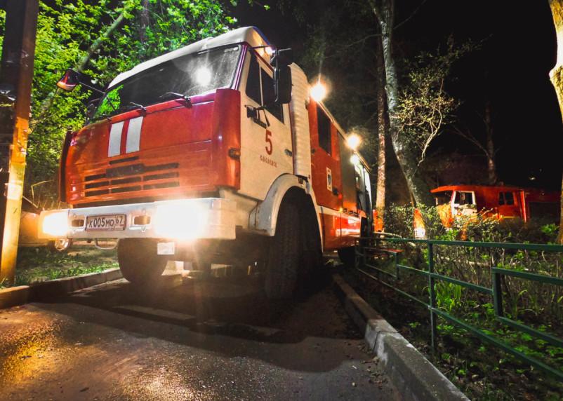 Ранним утром в Смоленске горел автомобиль