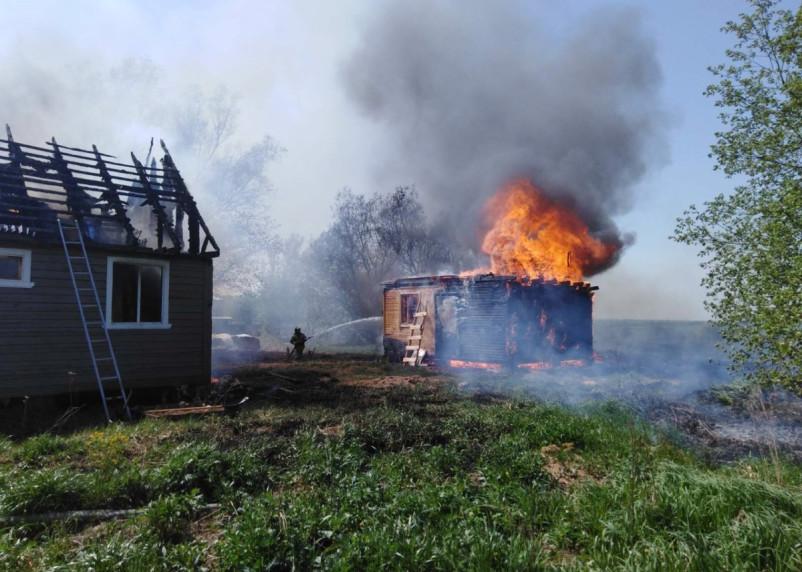 Смоленские спасатели около часа тушили пожар на ферме в Гагаринском районе
