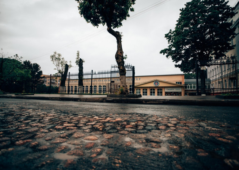 Булыжная мостовая на Пржевальского: историческая кладка представляет интерес