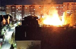 В Смоленске вечером сгорела хозпостройка