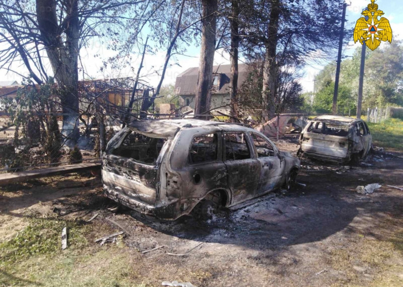 Баня и два автомобиля сгорели при пожаре в Смоленской области