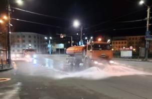 Пыльные дороги Смоленска помыли шампунем