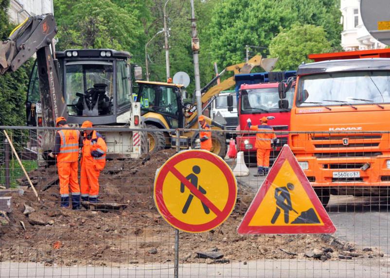 В Смоленске закрыли движение для транспорта на улице Маяковского