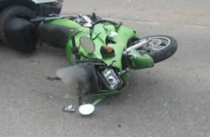 В Смоленске фургон подбил мотоциклиста