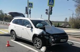 В Смоленской области два внедорожника не поделили дорогу