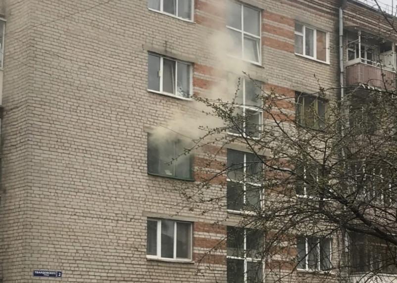 При пожаре на Твардовского в Смоленске спасли двух человек