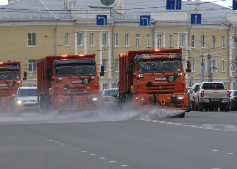 В Смоленске ко Дню Победы дороги помыли шампунем