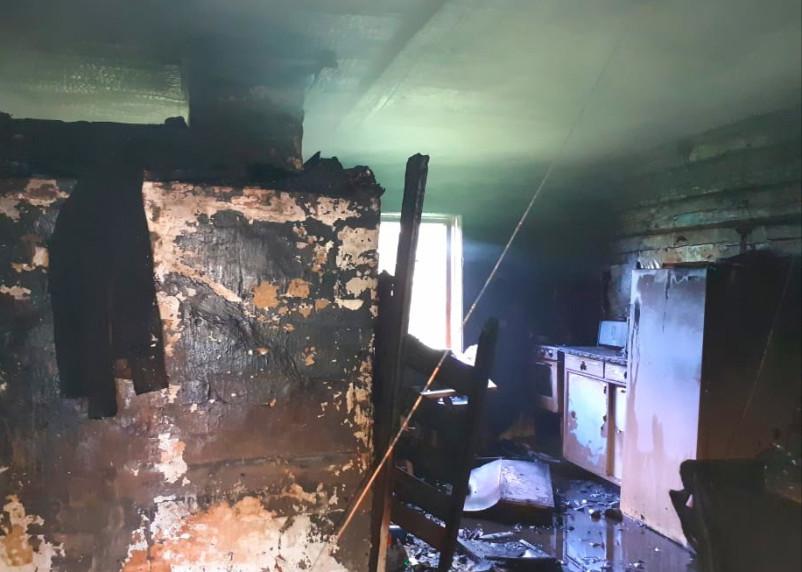 Пожар в Гагаринском районе повредил частный дом
