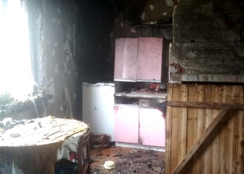 В Хиславичах огонь повредил квартиру