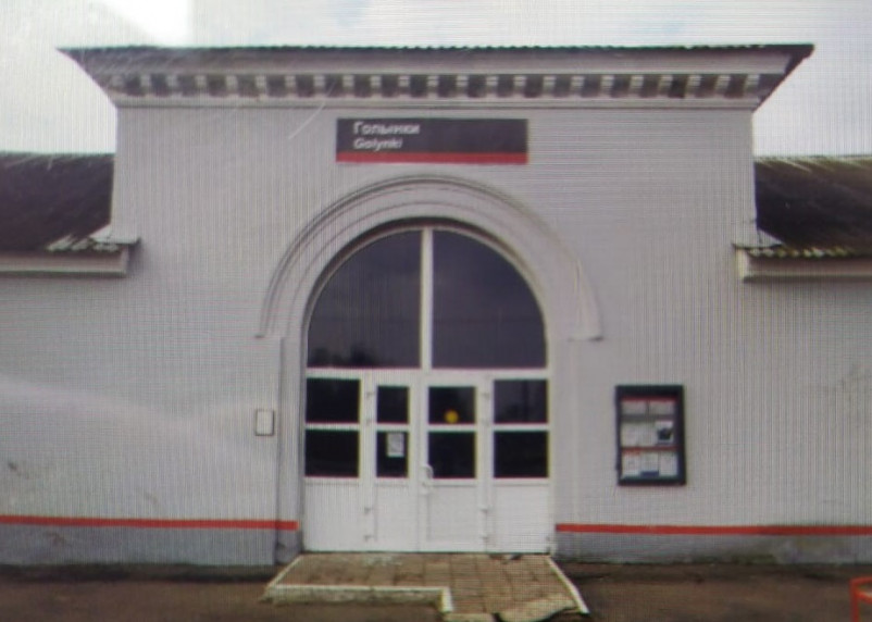 В Смоленской области вандал разбил стекло на входе в железнодорожный вокзал