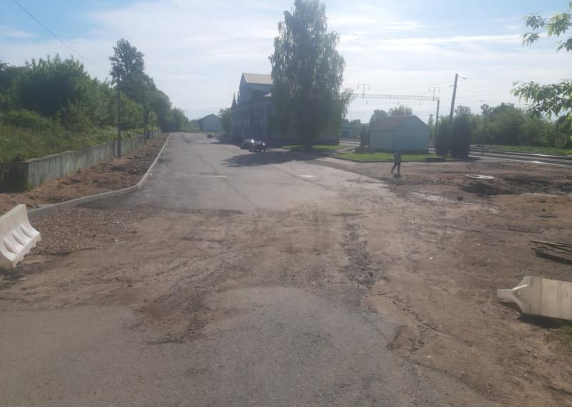 В Ярцеве площадь у вокзала и дорога к ней находятся в ужасном состоянии
