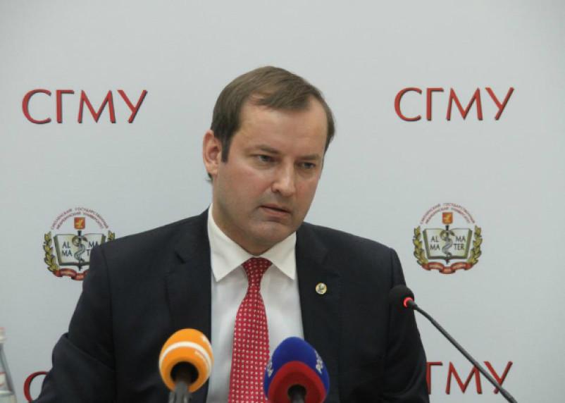 Ректор СГМУ Роман Козлов: высокий личный доход на фоне скромного рейтинга вуза