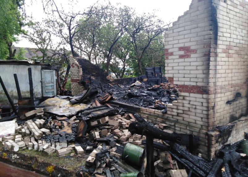 Сгорели дом, гараж, машина. В Гагаринском районе спасатели обнаружили труп мужчины