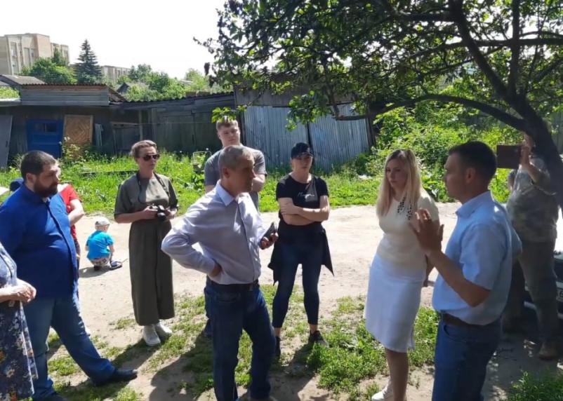 «Сколько Гордон запросил?».  Гагаринские чиновники встретились с жителями аварийного дома