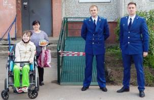 В Краснинском районе по иску прокурора появился пандус