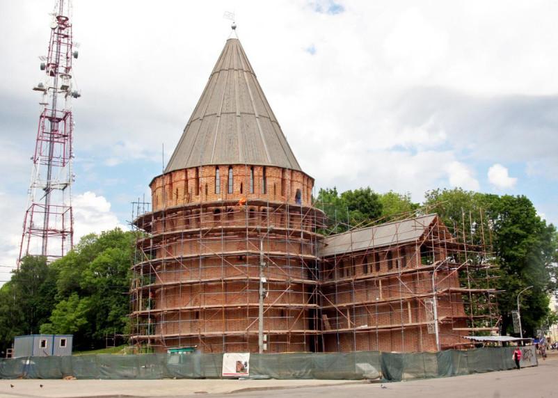 Положили кирпичи на совесть. Как идёт реставрация Смоленской крепости?