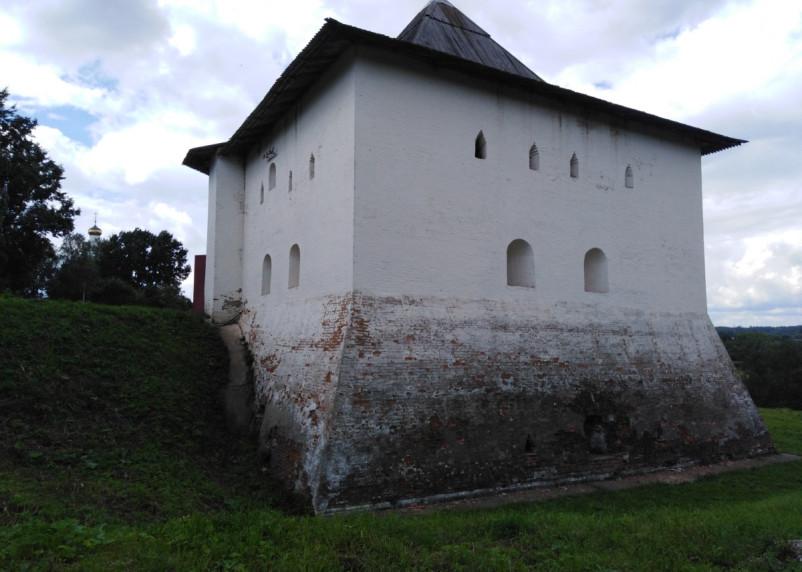 Спасская башня ждёт спасителя. Можно ли сохранить памятник архитектуры в Вязьме?