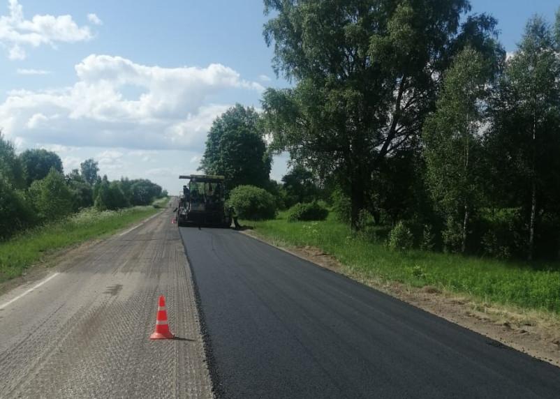 Смоленскавтодор ремонтирует два участка дороги в Смоленском районе