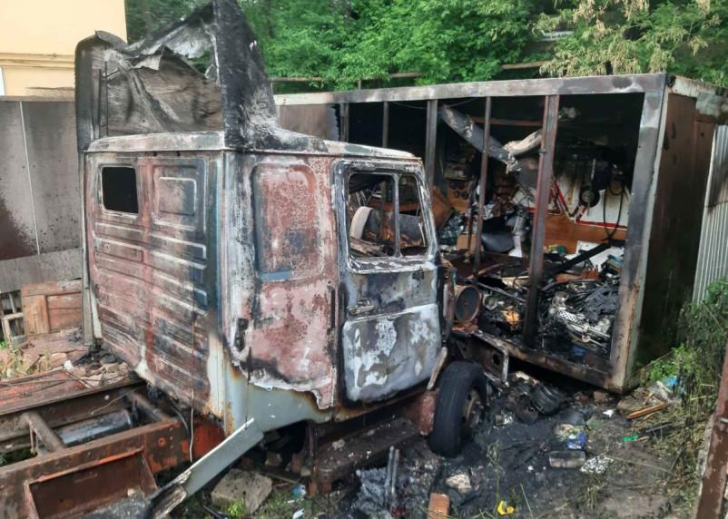 Причиной пожара в Смоленске стала детская шалость с огнем
