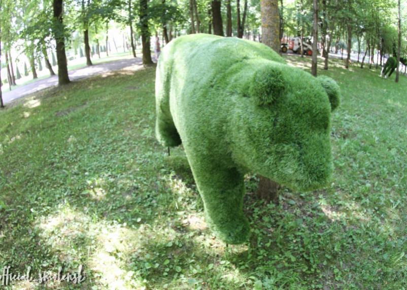 В Смоленске в парке появились зеленые звери