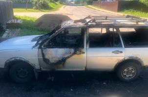В Ельне сгорел автомобиль в ночь с 17 на 18 июня