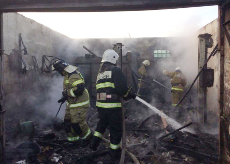 Гараж в Рославльском районе сгорел из-за печки-буржуйки