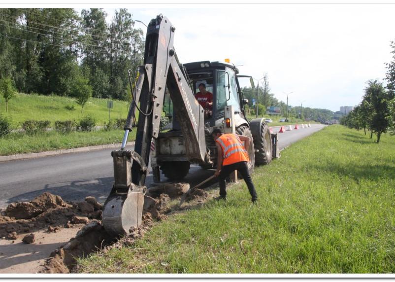 В Смоленске приступили к ремонту дорог в Промышленном районе. Центр в разгаре