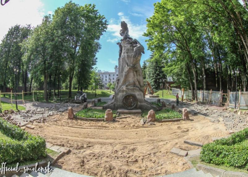 В Смоленске начались работы в Сквере Памяти Героев