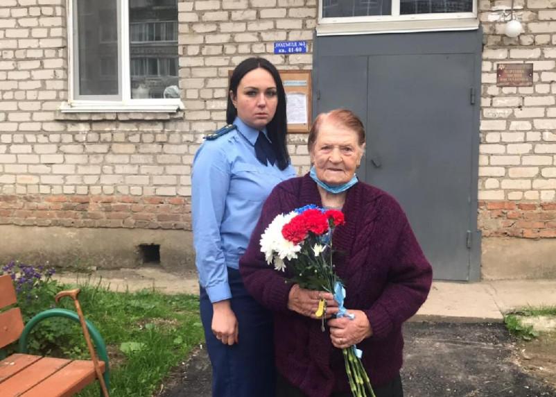 В Смоленском районе благоустроили территорию возле дома ветерана войны