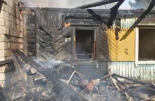 Выходили через окно. В Рославльском районе старший брат спас из пожара сестренку и школьников